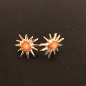 EUC Gold Sun stud earrings⭐️